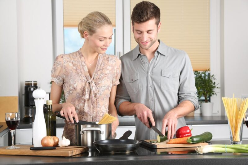 Man and woman cooking vegan cook in their first date